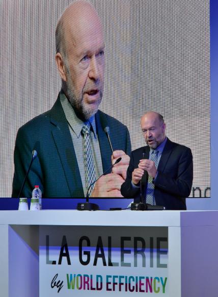 James Hansen lors d'une conférence du think tank de la transition carbone, The Shift Project, à l'occasion de la COP21. ©vr